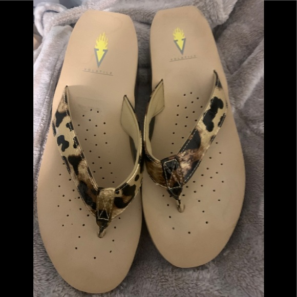 NWOT Volatile sandals